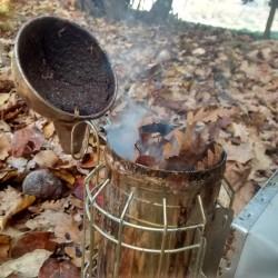 affumicatore e foglie